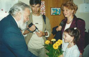 2002 Marian Sawa z rodziną Dziubińskich